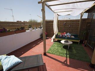 Apartamento/atico con terraza independiente,opción parking(cargo adicional)