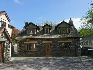 LEVEN VALLEY COTTAGE, PRIVATE HOT TUB, GARDEN, INDOOR POOL, SAUNA, GYM