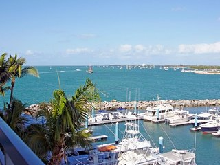 Ocean Penthouse Suite w Loft near Duval in Old Town, Key West (Pool-Beach-BBQ)