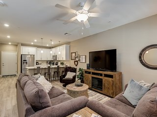 Brand New Townhome Mesa!  Easy Access To Everything, Hiking, Shopping and Heated