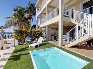 Waterfront half-duplex w/ shared pool & Cabana Club membership!