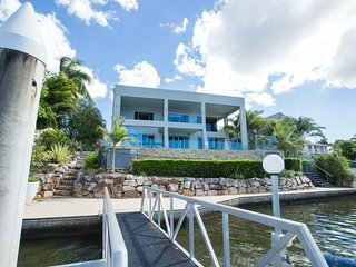 Benowa Luxury Water Front House