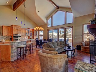 FREE SkyCard Activities - Luxury Duplex, Views of Breckenridge, Private Hot Tub