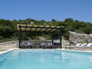 Boutique, exclusive villa Geofos. Private pool. Endless blue sea views.