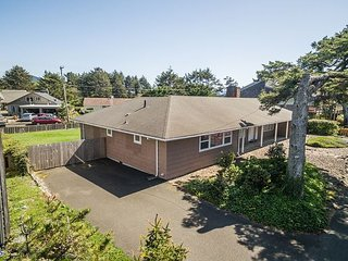Great house for your family with beach access one block away in Seaside!