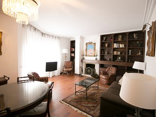 Malik Apartment, Alges, Lisbon