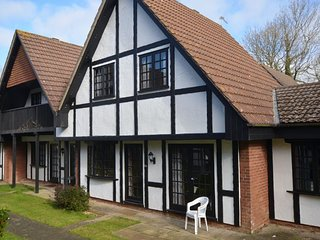 20 Tudor Court, Tolroy Manor - Large property in the beautiful wooded grounds of