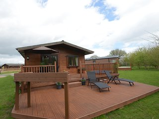 Woodland Lodge with Private hot tub. Pet friendly!