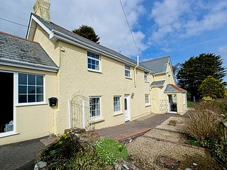 Ivycott   a wonderful spacious detached cottage with gardens 1.5.miles to beach