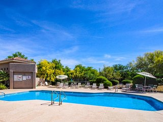 Charming condo with desert views plus shared pool & hot tub and golf onsite!
