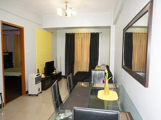 1BR Condo unit w/ WiFi next to Airport, Marriot & Resort World