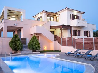 Villa Saint George, private pool & panoramic sea view close to Rethymno city