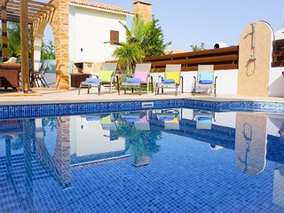 Villa Poseidon - Modern Villa in Exclusive Development with Large Pool, BBQ