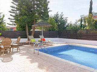 Villa Willow Mandali - Beautiful Villa with Large Pool, BBQ, WIFI and UK