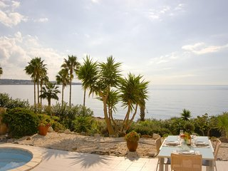 Beach Front Azura Sunrise - Luxury Beach Front Villa with Panoramic Views of