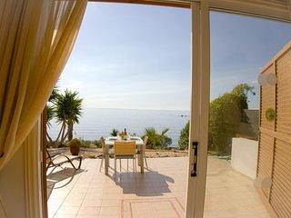 Beach Front Azura Sunrise - Luxury Beach Front Villa with Panoramic Views of