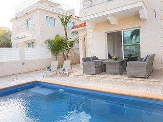 Villa Katia - Modern Villa with all En suite bedrooms, BBQ, WIFI and UK