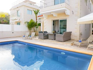 Villa Katia - Modern Villa with all En suite bedrooms, BBQ, WIFI and UK