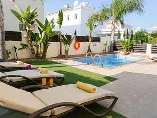 Villa Soraya 3 - Beautiful Villa with Private Pool, BBQ, WIFI and UK Channels