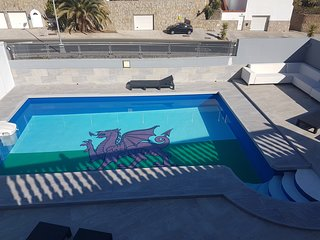 la casa del dragon,executive 5 bedroom villa with heated pool,and gym