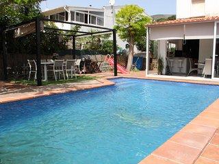Casa en Castelldefels junto a la playa, con piscina privada!