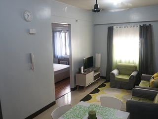 Affordable Simple Condo unit w/ wifi near Airport, Marriot