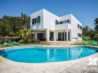 Villa Teddy - Modern 5 Bedroom Villa, 300m from Troia Beach.
