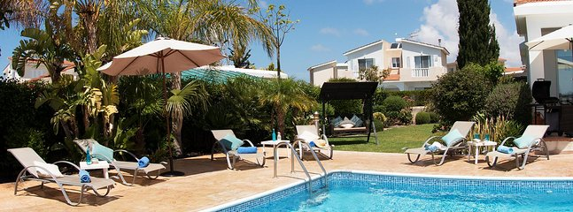 Bungalow Cassia - Modern Bungalow with Large pool, Free WIFI and UK Channels