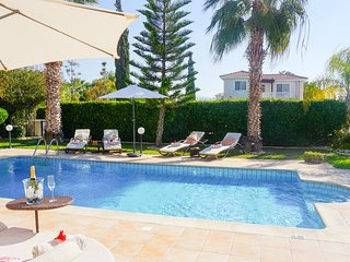 Villa Casa Mia -  Luxury and Spacious Villa with BBQ and Free UK Channels, 600