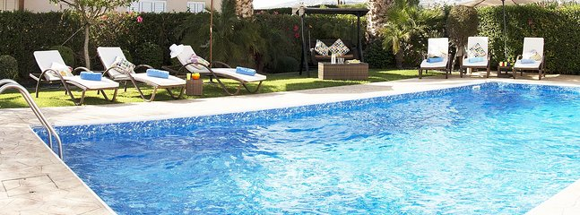 Villa Alysia-Modern and Luxurious Villa with Beautiful Garden, Sea View, BBQ
