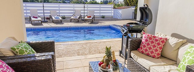Bungalow Casa Bonita - Modern and Private Bungalow 5 mins walk to the beach