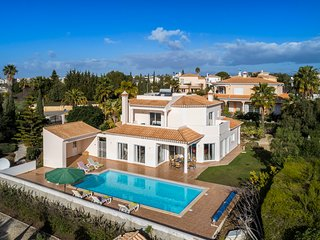 Casa das Oliveiras, Immaculate and Stylish 4 Bedroom Villa