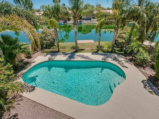 4BR Ocotillo Home w/ Pool Heater & Lake Views