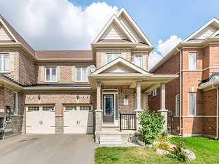 Stunning 3 Bedroom Home In Great Neighbourhood