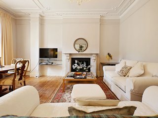 Classic, Beautiful Apartment with Garden in Kensington (W14) STAN - Lovely airy