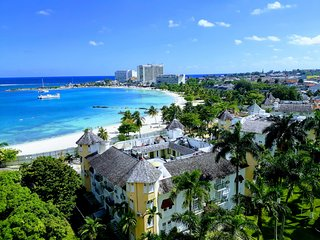 Posh Beach Condo, Ocho Rios Bay Beach!