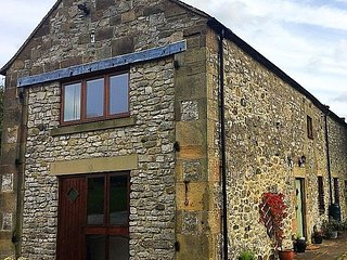 Chestnut Farm Holiday Cottages - Barn End - Sleeps 6