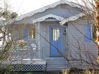 The Artist's Box : An Adorable Ocean Front Cottage