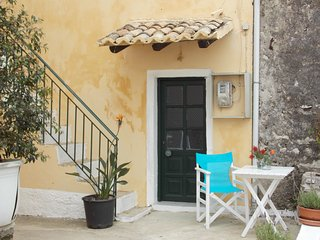 Eleni, small traditional house facing the sea in Agios Stefanos, Cassiope, Corfu