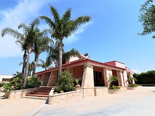 Villa Solatio for holidays in Torre Suda a few meters from the sea and the nigh
