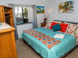*Bright & Beachy* Condo -15 Steps to the Sand, 1st Floor, Heated Pool, Free WiFi