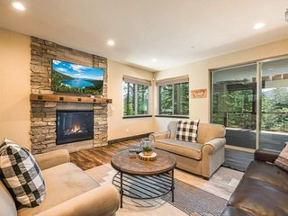 Modern four-bedroom South Tahoe home with private hot tub - Pioneer Place