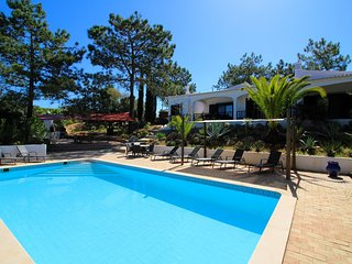 Villa Rosa, Luxury, Tranquil area, BBQ & Large Pool