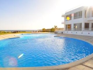 Amazing 4 Bedroom Villa directly at the Red Sea