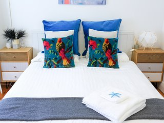 ★ Cozy & Beautiful 2 Bedroom Unit, 5 min walk to beach ★