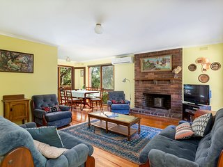 Yia Yia's House - High On Dromana Hill - Tranquil Bush Setting - 6 People