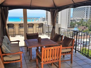 Penthouse with Huge Lanai-360 Views-Free Parking