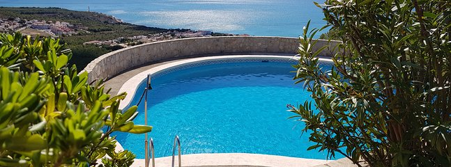 Pool with privacy and great views Depth of pool: 1.5m to 2.7m
