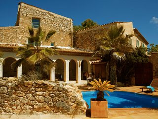Authentic Masia up to 46 sleeps close to Sitges