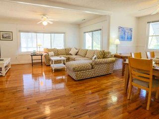 2 min walk to beach from this family friendly, 2nd story duplex with sun room &